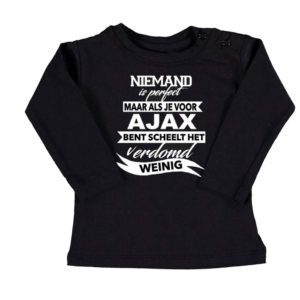 baby t-shirt niemand is perfect voetbalclub